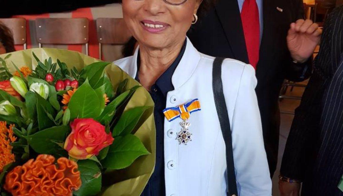 Geraldine a risibí su kondekorashon komo Miembro den Órden di Oranje Nassau.